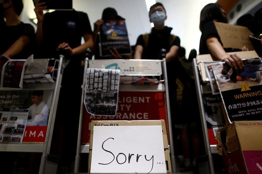 813示威者再次成功癱瘓機場,證明「和理非」一樣可以發揮作用。攝於8月13日,香...