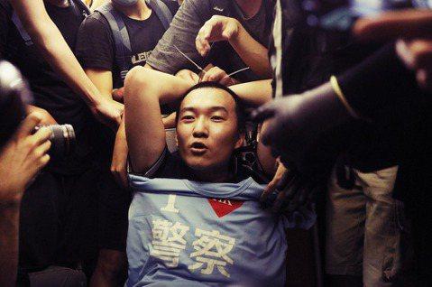 赤鱲角機場「捉鬼」衝突:中國官媒《環球時報》記者被圍事件
