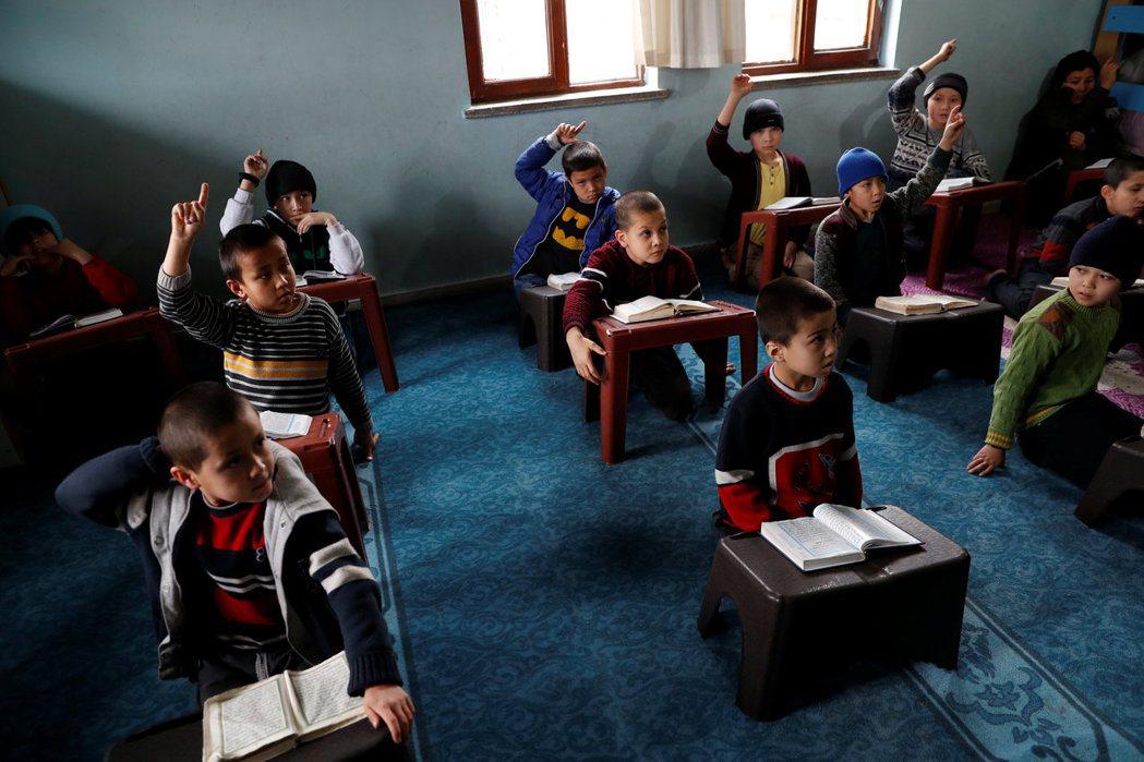 現今在土耳其的維吾爾族人,大約有35萬人。許多人是在1950、60年代,輾轉來到...