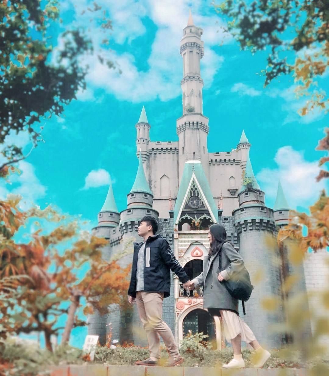 新竹關西佛陀世界宛如置身在迪士尼樂園的錯覺。圖/IG網友chieh_ning_6...
