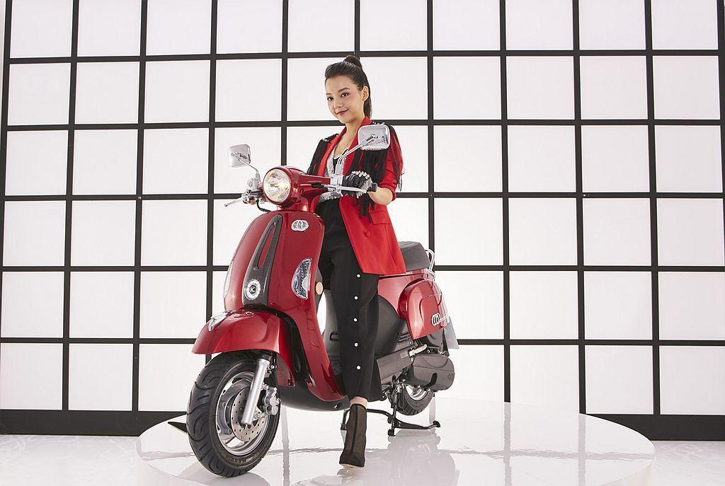 光陽MANY上市十年之際與奧地利水晶品牌施華洛世奇再度推出「MANY110施華特...