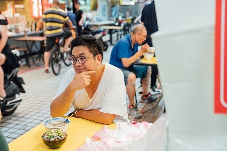 平民美食也可以吃得很豪華,滿滿的蚵仔魯肉蓋飯,給你大滿足。 (攝影/張國耀)