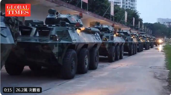 環球時報推特播出大陸武警駛往深圳。圖/擷自環球時報