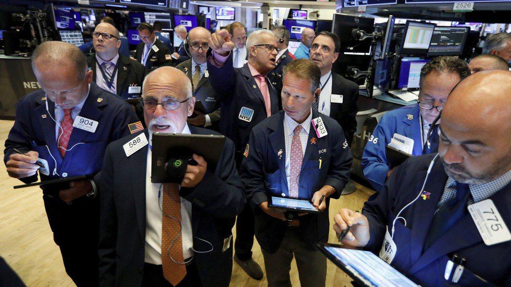 美國延遲對部分中國商品加徵關稅的時間,美股周二應聲大漲。  (美聯社)