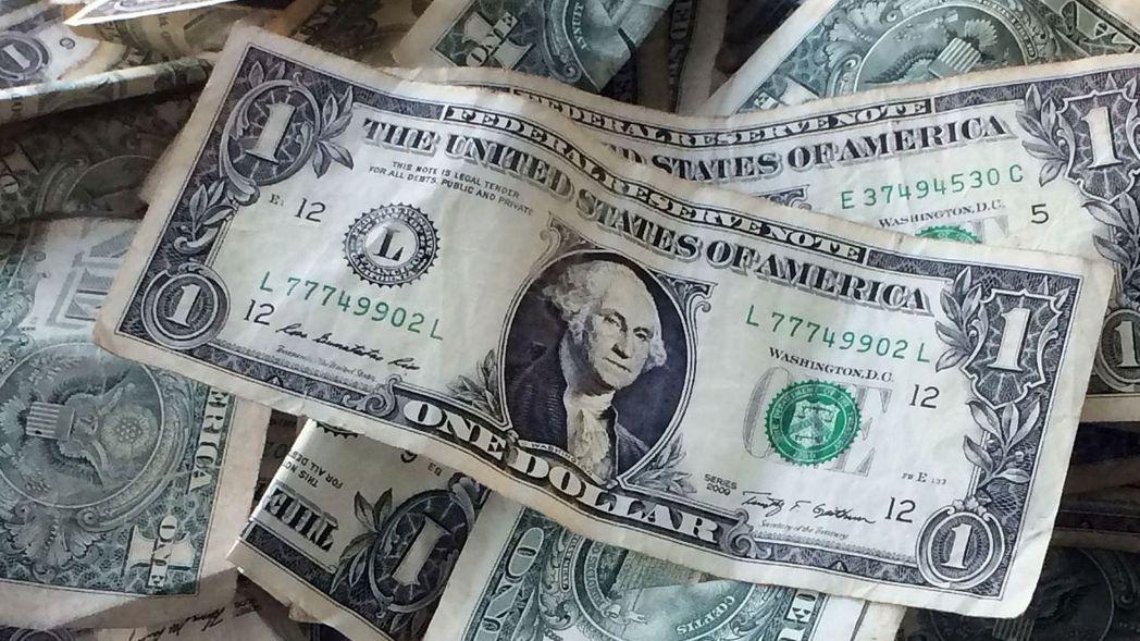 美元對六種主要貨幣走勢的美元指數(DXY)漲0.4%至97.812。 (路透)