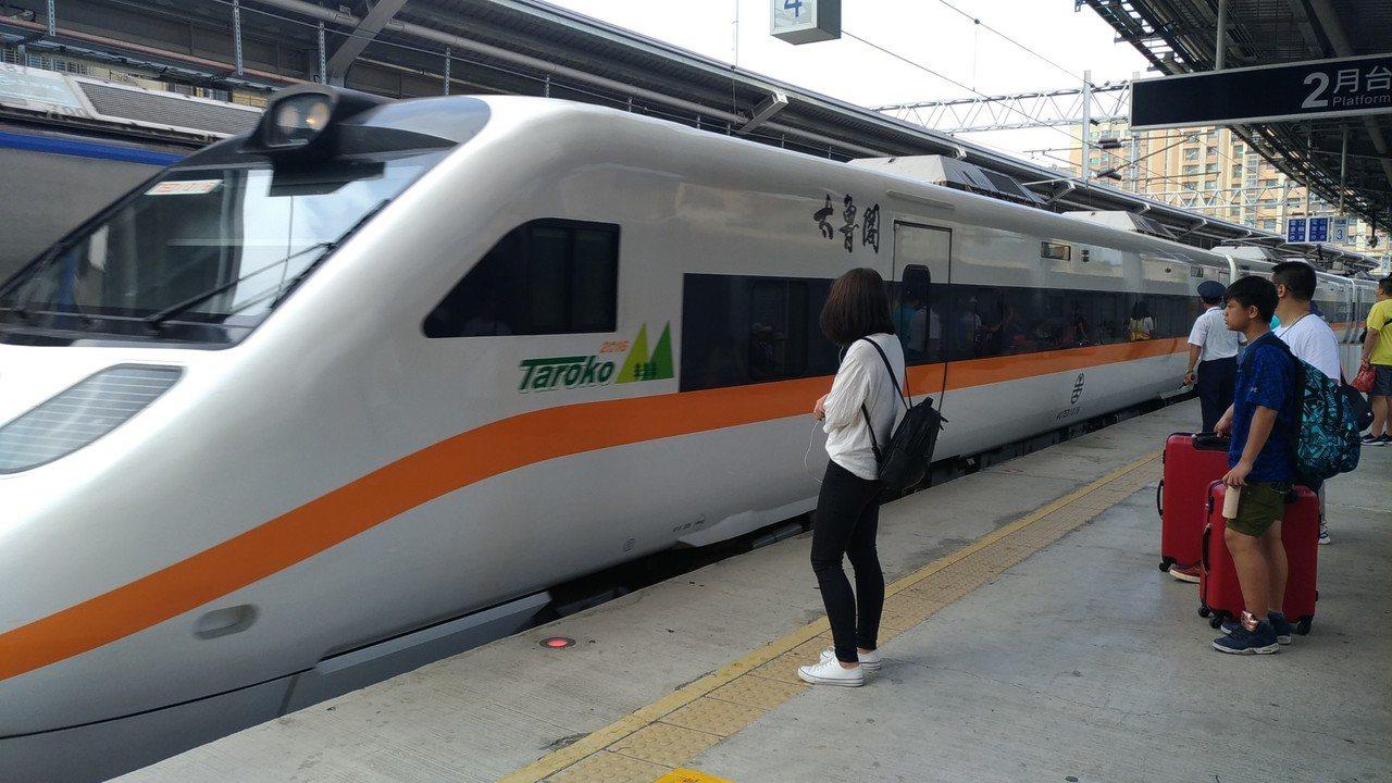 交通部與中華電信去年合作開發的旅行服務App「UMAJI 遊.買.集」年底將推出...