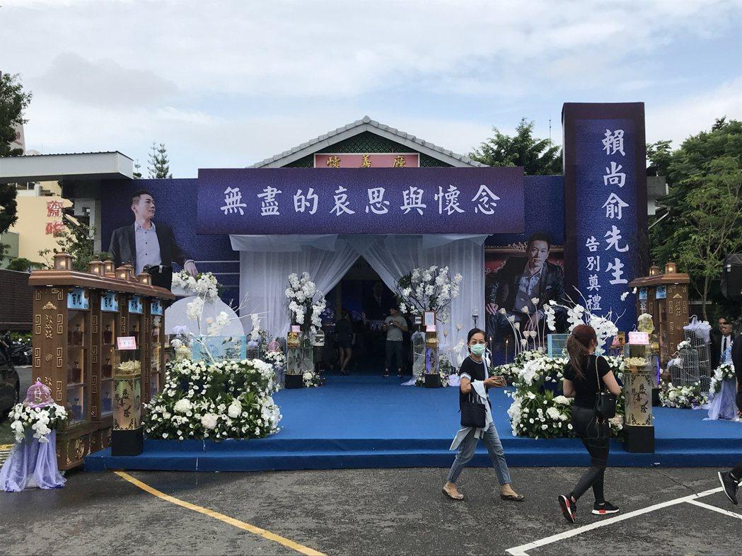 上月震驚國人的太平別野槍擊案槍手賴尚俞,今上午在台中市立殯儀館舉辦告別式,場面隆...
