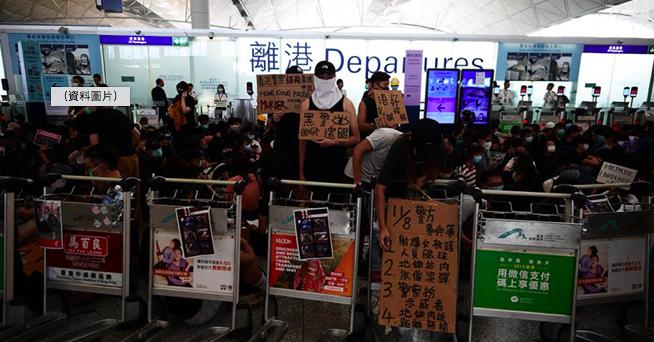 香港機場管理局今(14日)上午表示,已取得法庭頒發臨時禁制令,任何人不能非法地及...