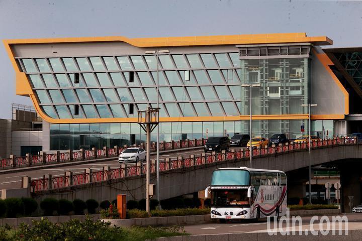 桃園國際機場公司爆發收回扣案,昨天遭上百名檢調人員大搜索。本報資料照片
