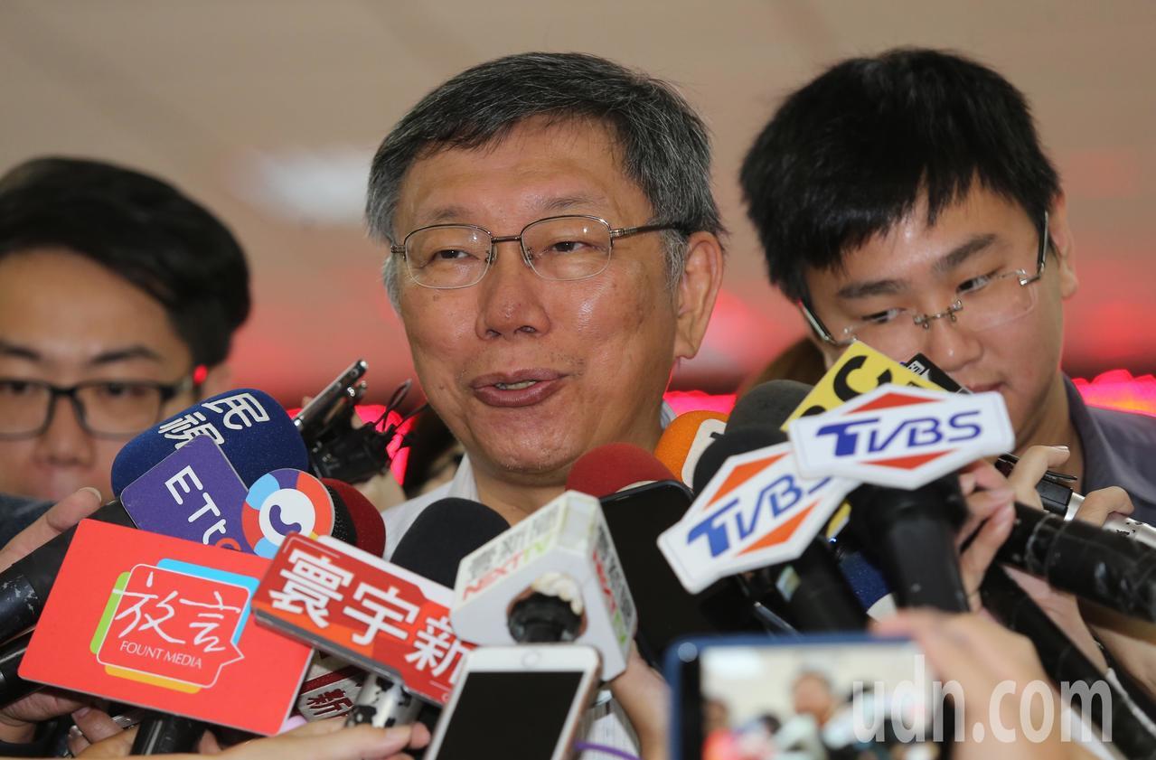 柯文哲表示香港的事情要慢慢想、慢慢做,不要再搞成六四了,否則過去30年經濟成長會...