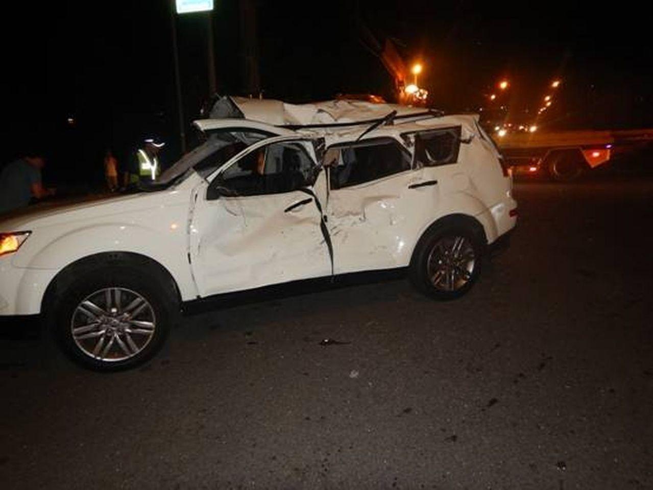 桃園市楊梅區秀才路592巷口,昨晚發生大型重機車與小客貨車擦撞事故,大型重機嚴重...