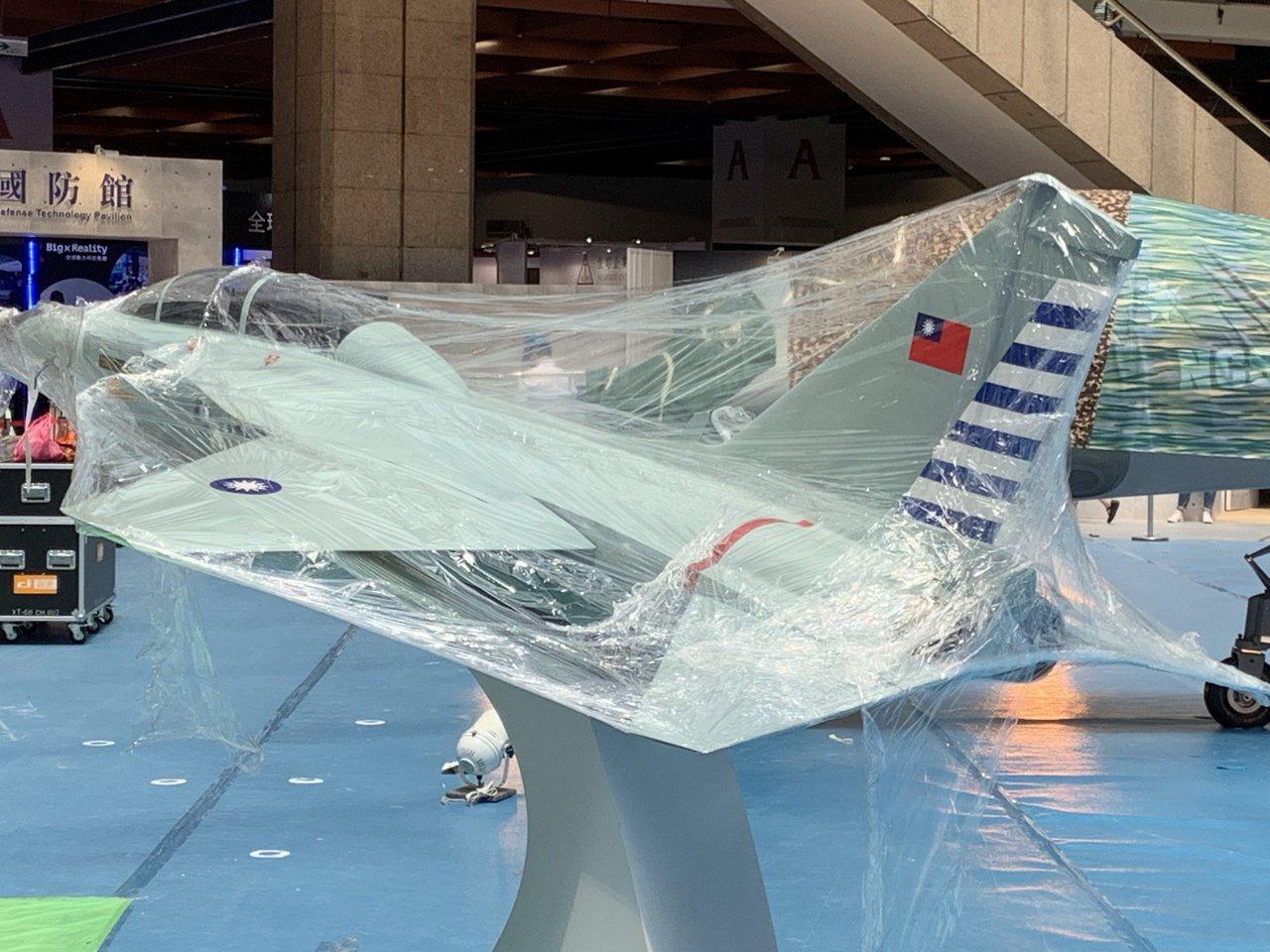「國防館」展館一角也展出「國機國造」AJT新式高教機模型。模型封膜今天上午尚未拆...
