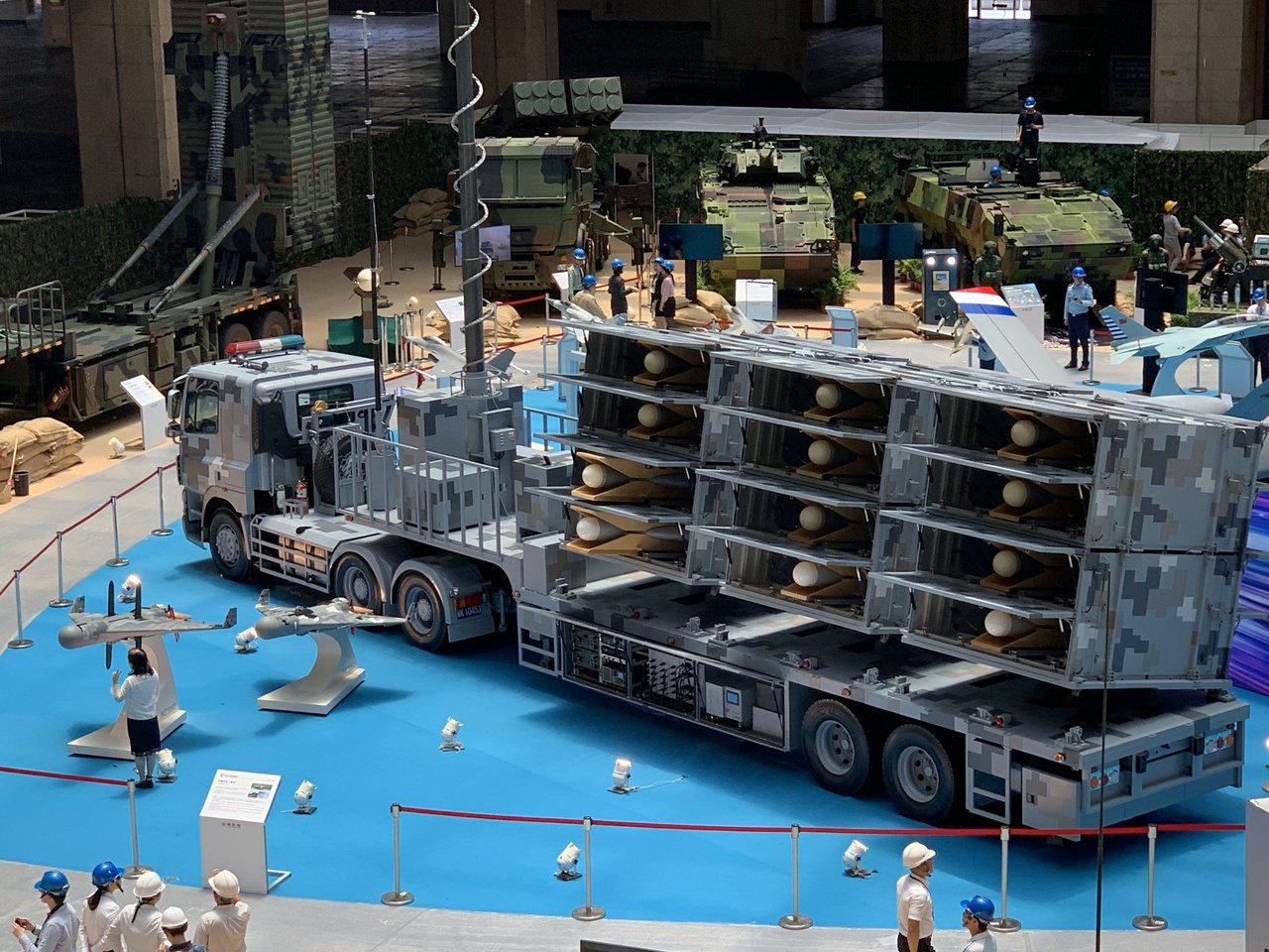 中科院自力研發的「劍翔」反輻射無人機全系統首度亮相,這型無人機神似以色列「哈比」...