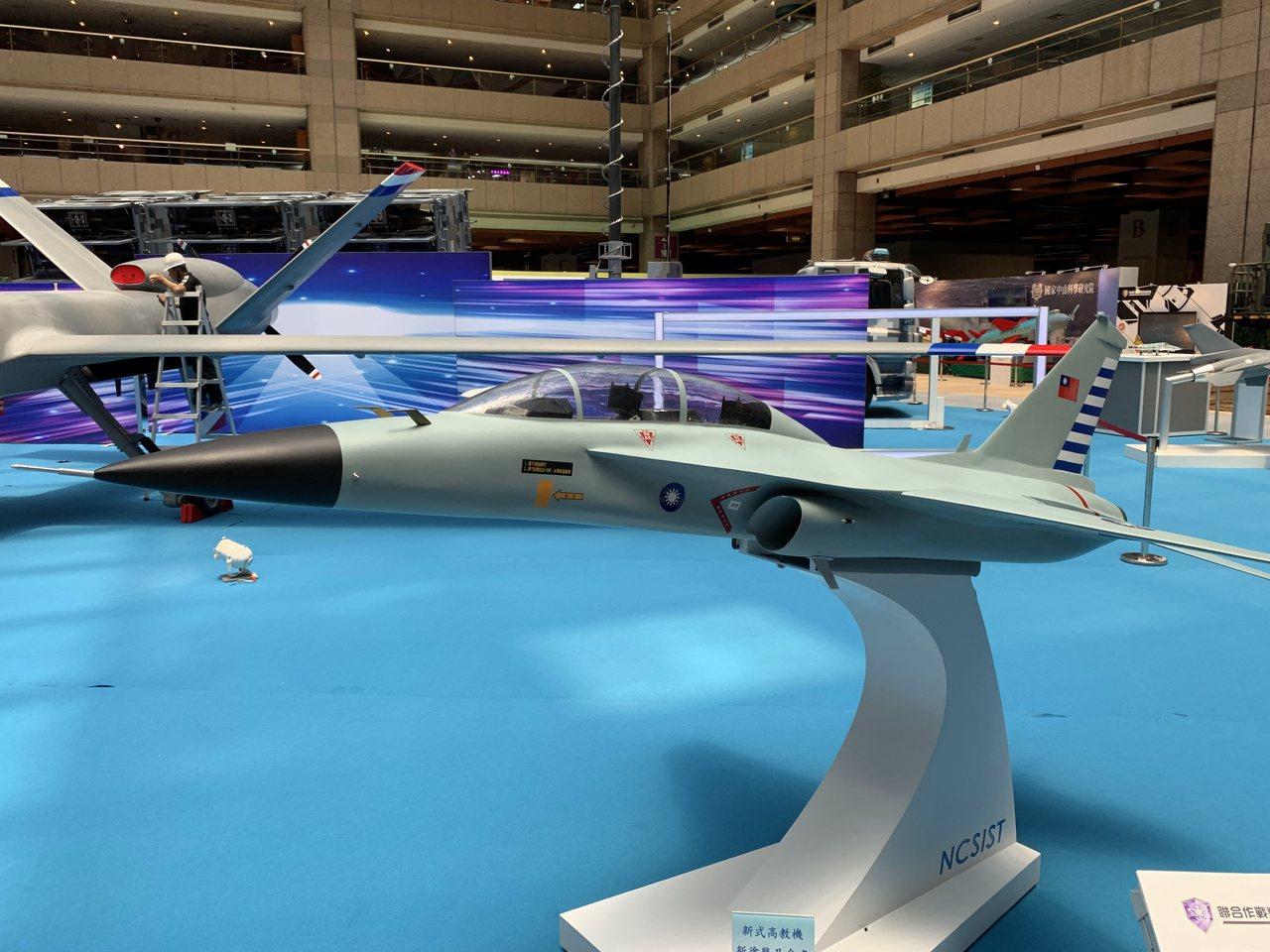 中科院表示,新式高教機新塗裝及命名,將於9月出廠儀式公布。據了解空軍將以網路票選...