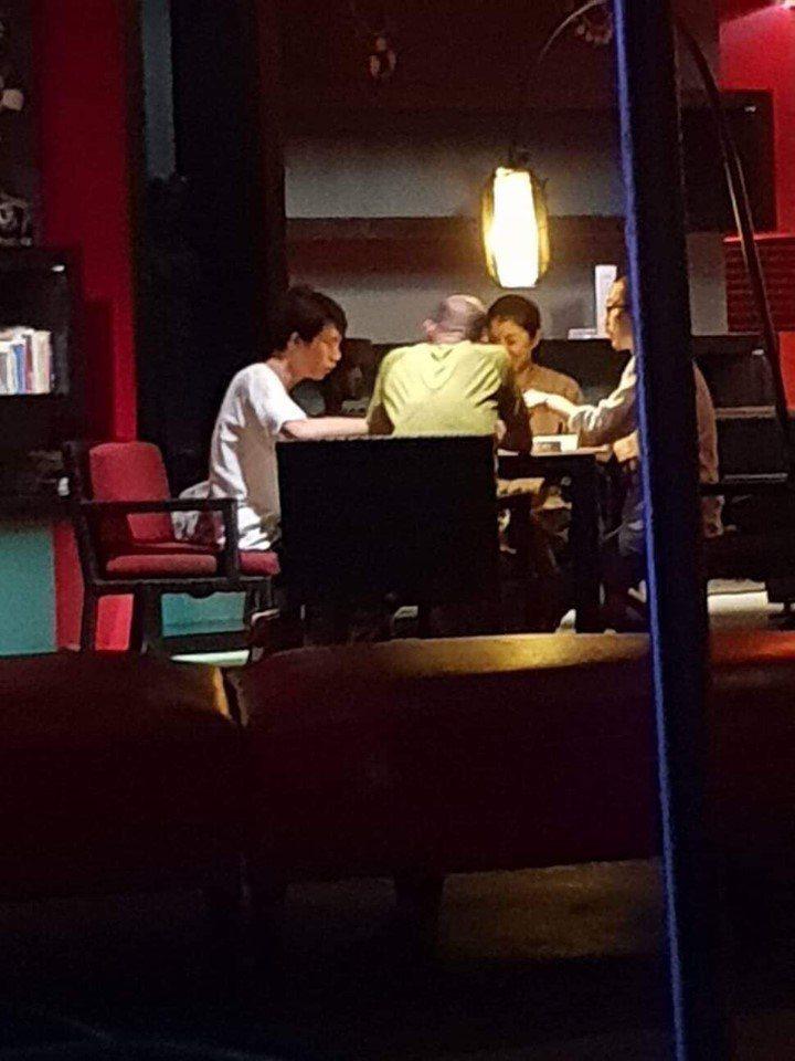 民進黨高雄市議員林智鴻在臉書貼出韓國瑜打麻將的背影照片。圖/取自林智鴻臉書