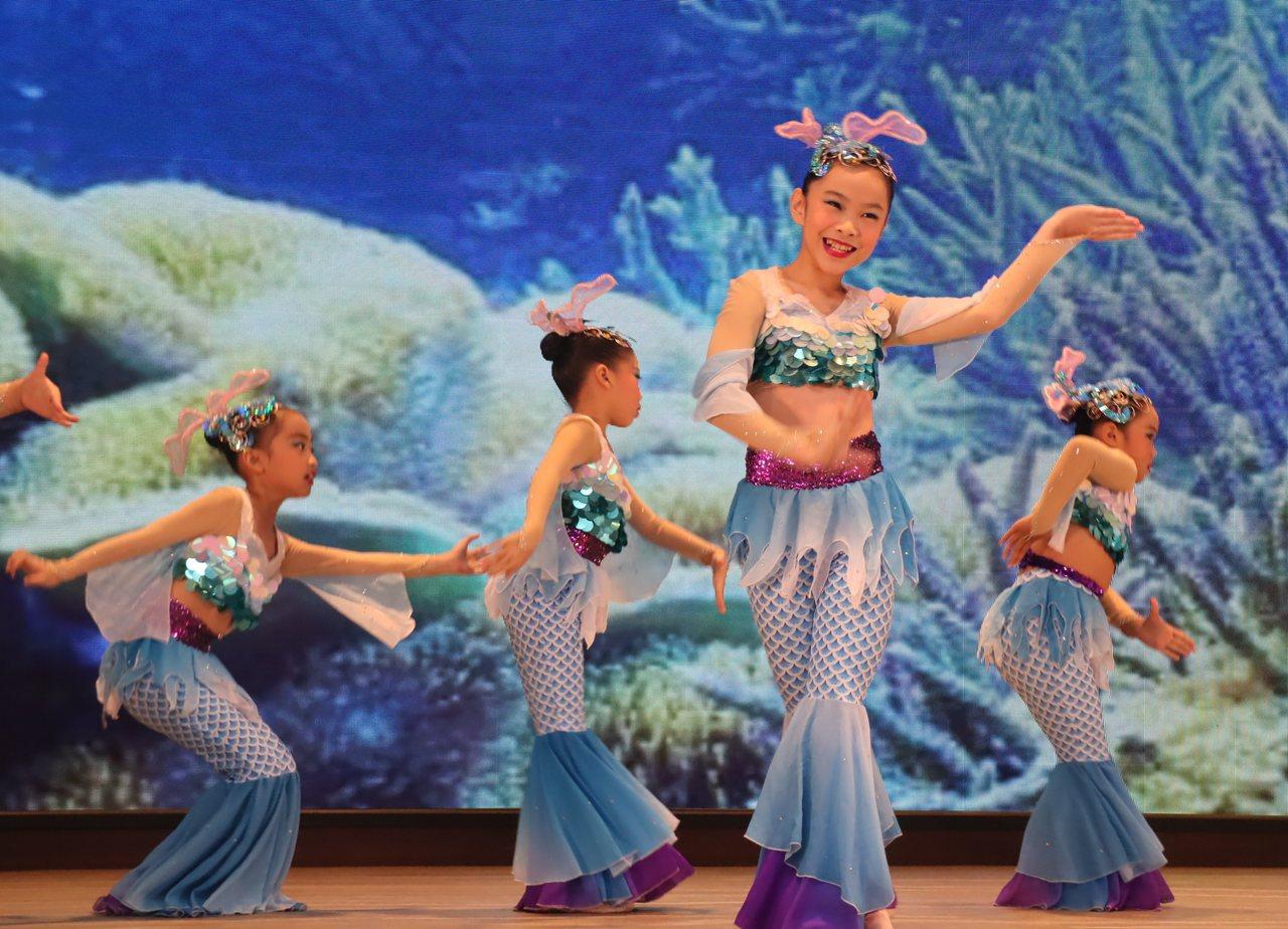 八卦國小學童演出精彩的舞蹈。記者徐如宜/攝影