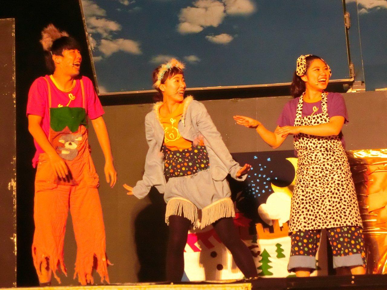 桃園市政府已舉辦觀音蓮花季多年,今年更是邀請到擁有如變形金剛卡車的「紙風車卡車藝...