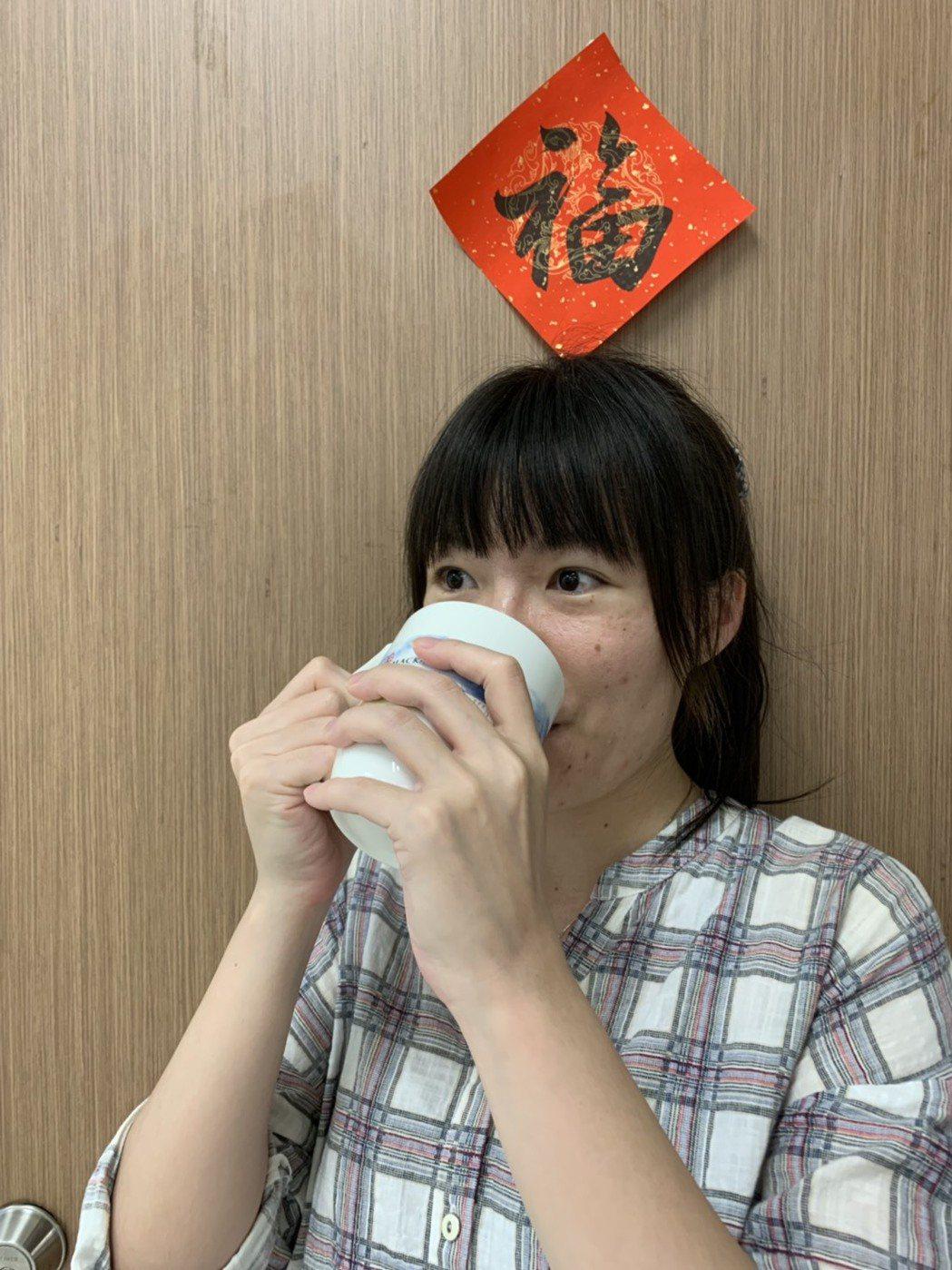 水分的補充可依照每人每日熱量的攝取建議,如一名女性建議每天攝取1200大卡,每天...