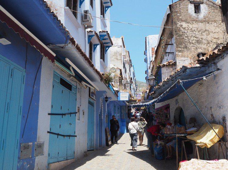 蕭安的街道,住民與遊客不相違和。記者羅建怡/攝影
