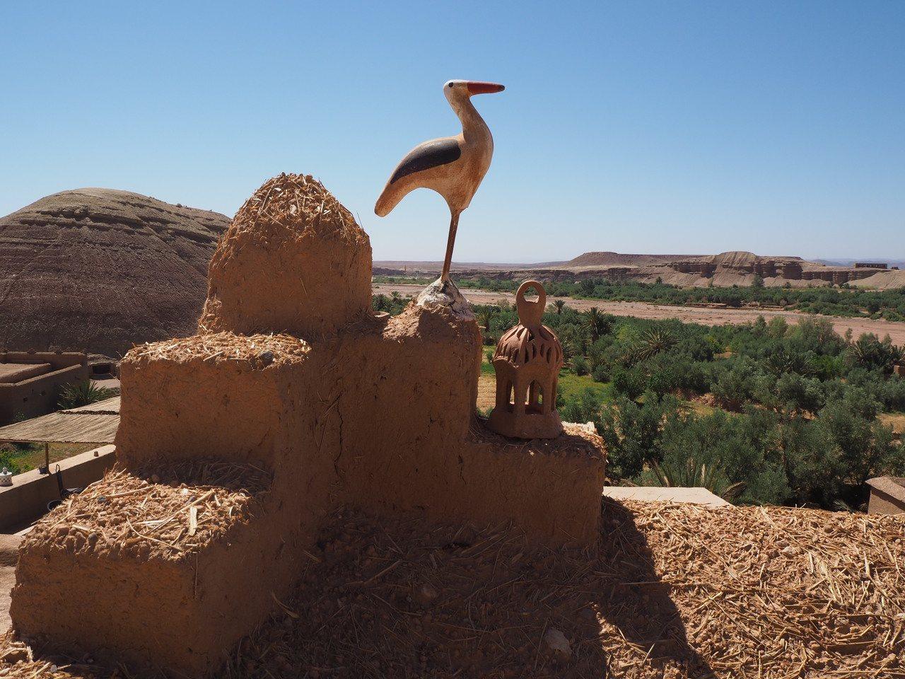 埃本哈杜家訪,最美處在屋頂,各家都有自己的裝置藝術。記者羅建怡/攝影