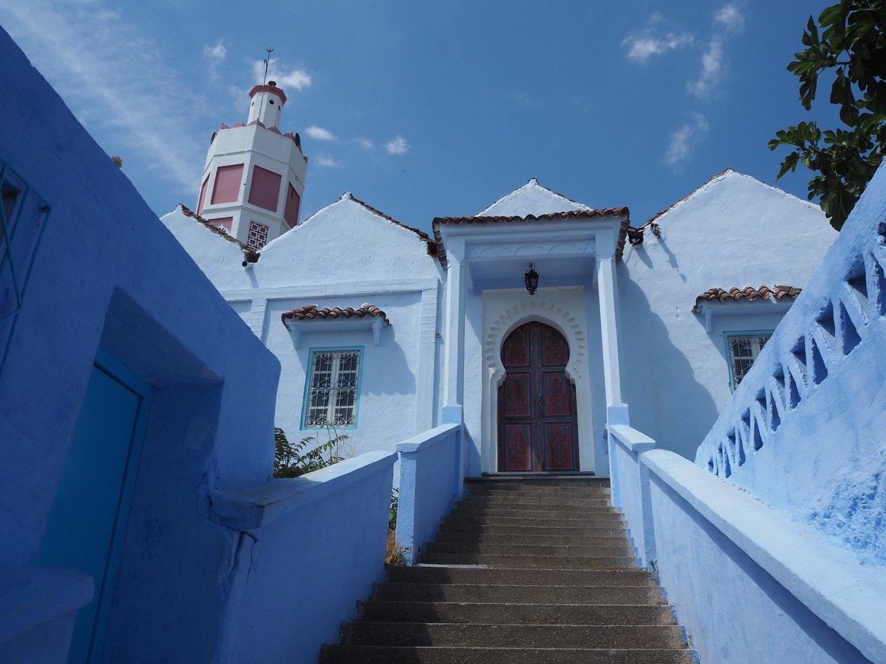 如畫般的藍色城市─契夫蕭安。記者羅建怡/攝影