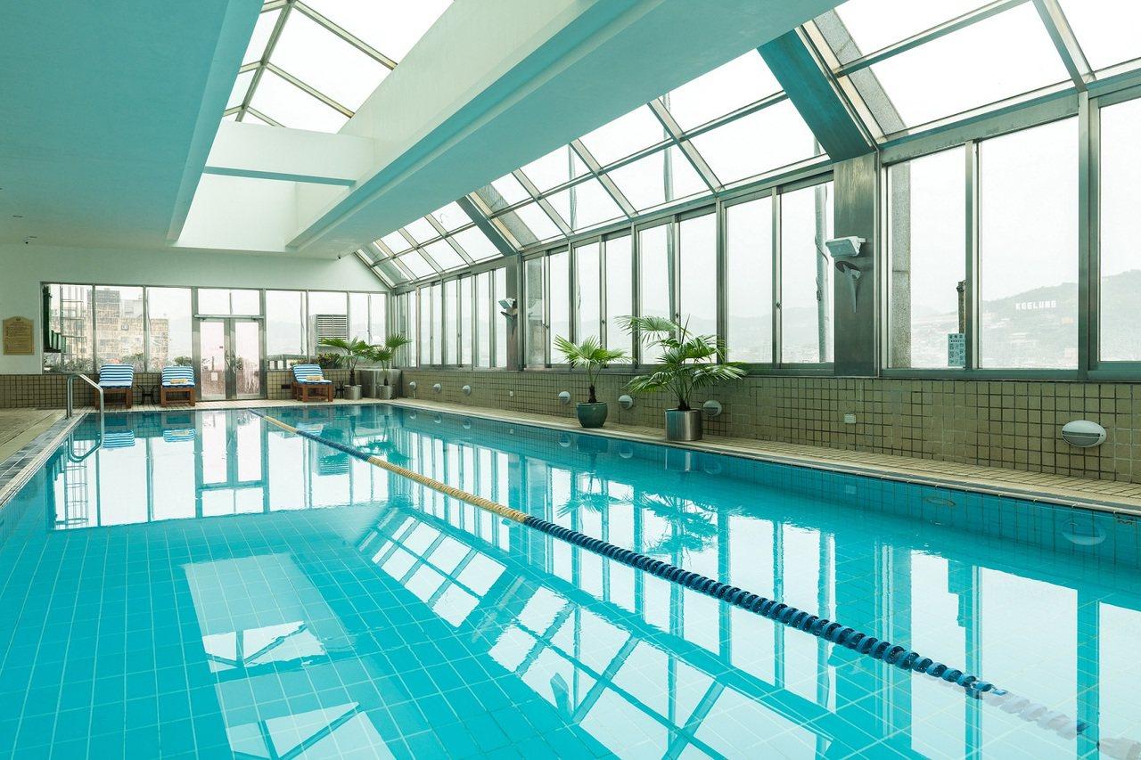 位於基隆港邊的基隆長榮桂冠酒店是個少數同時坐擁山、海景的飯店,在這裡可眺望美麗的...