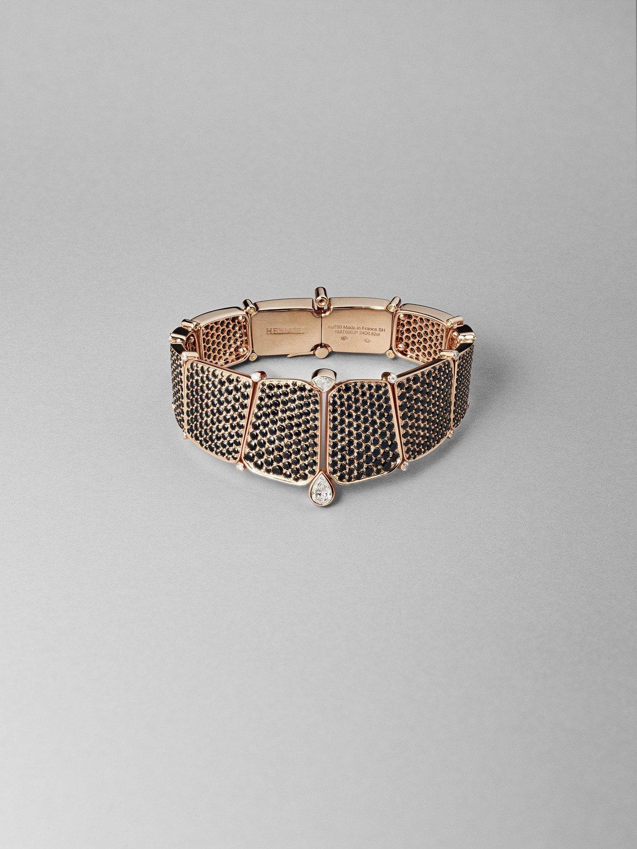 Niloticus系列玫瑰金鑲白鑽與黑尖晶石手環,447萬1,000元。圖/愛馬...