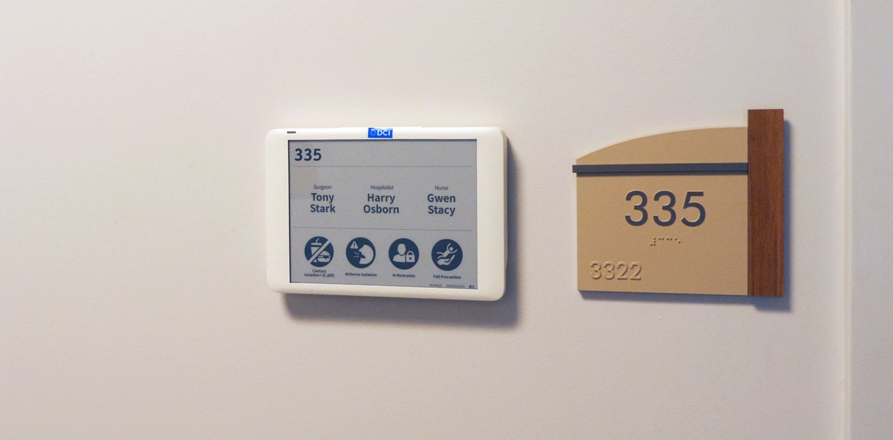 元太攜DCI推出採用電子紙的數位健康照護資訊顯示看板。圖/元太提供