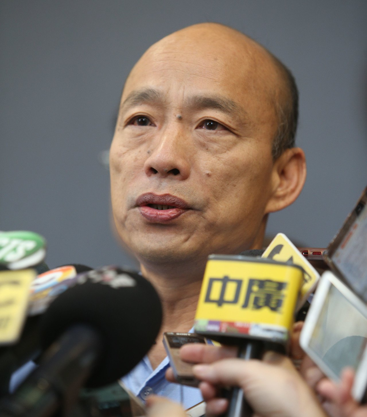 高雄市長韓國瑜表示,原本要去探望女騎士家屬但家屬已離開,加上檢察官還未相驗,所以...