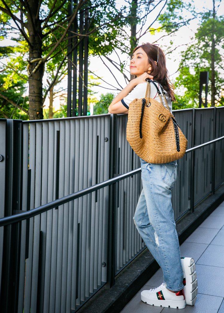 陳嘉樺Ella穿Gucci Tennis短袖T恤、Ace系列運動鞋,搭GG Ma...