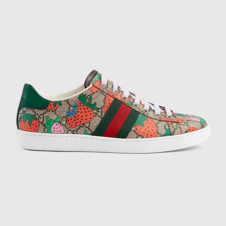 Gucci草莓印花Ace系列運動鞋(女),22,000元。圖/Gucci提供