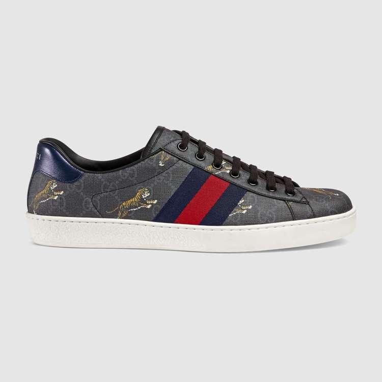 老虎印花Ace系列運動鞋(男),22,000元。圖/Gucci提供