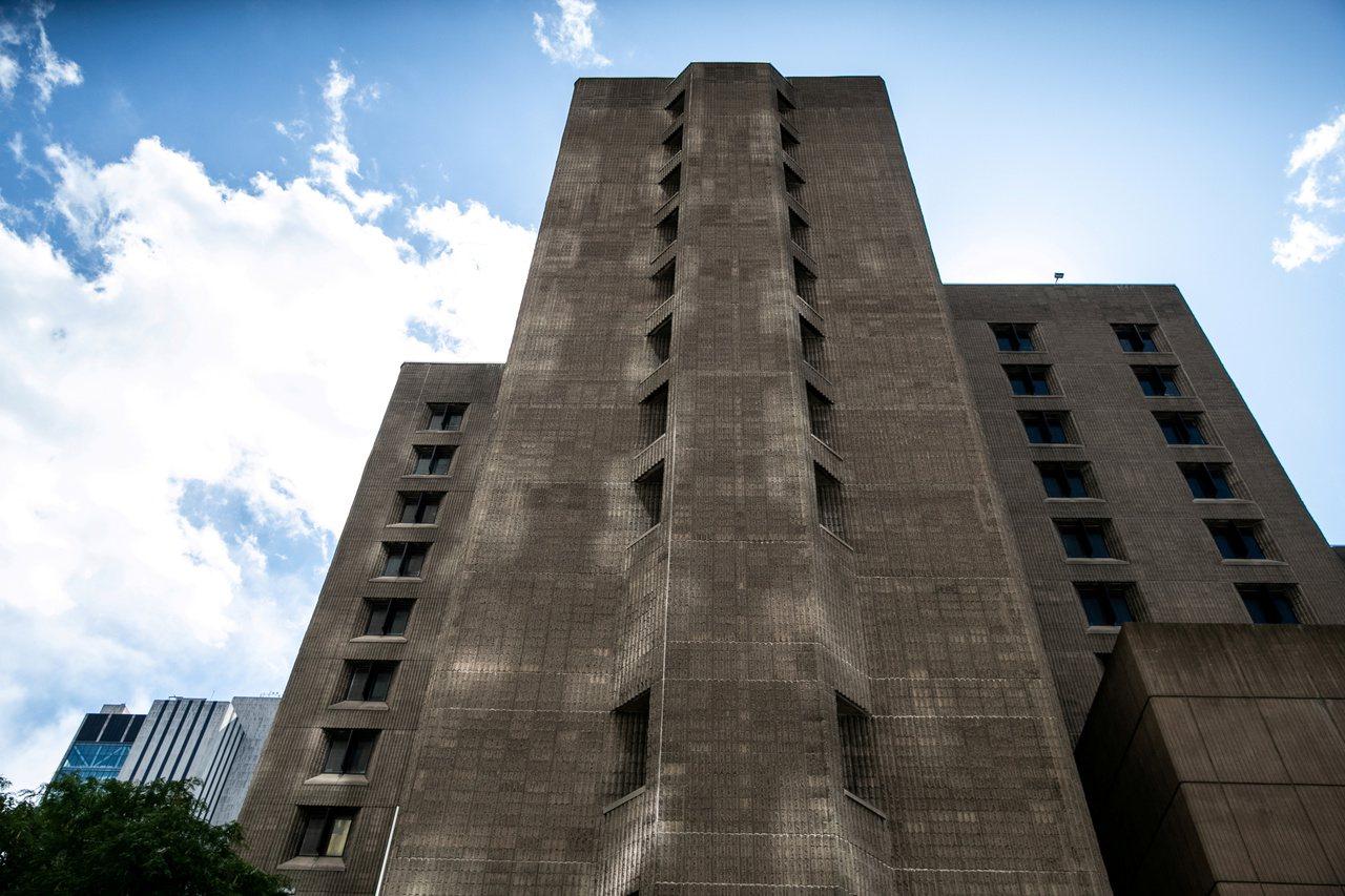 艾普斯坦在紐約大都會懲教中心自殺身亡。路透