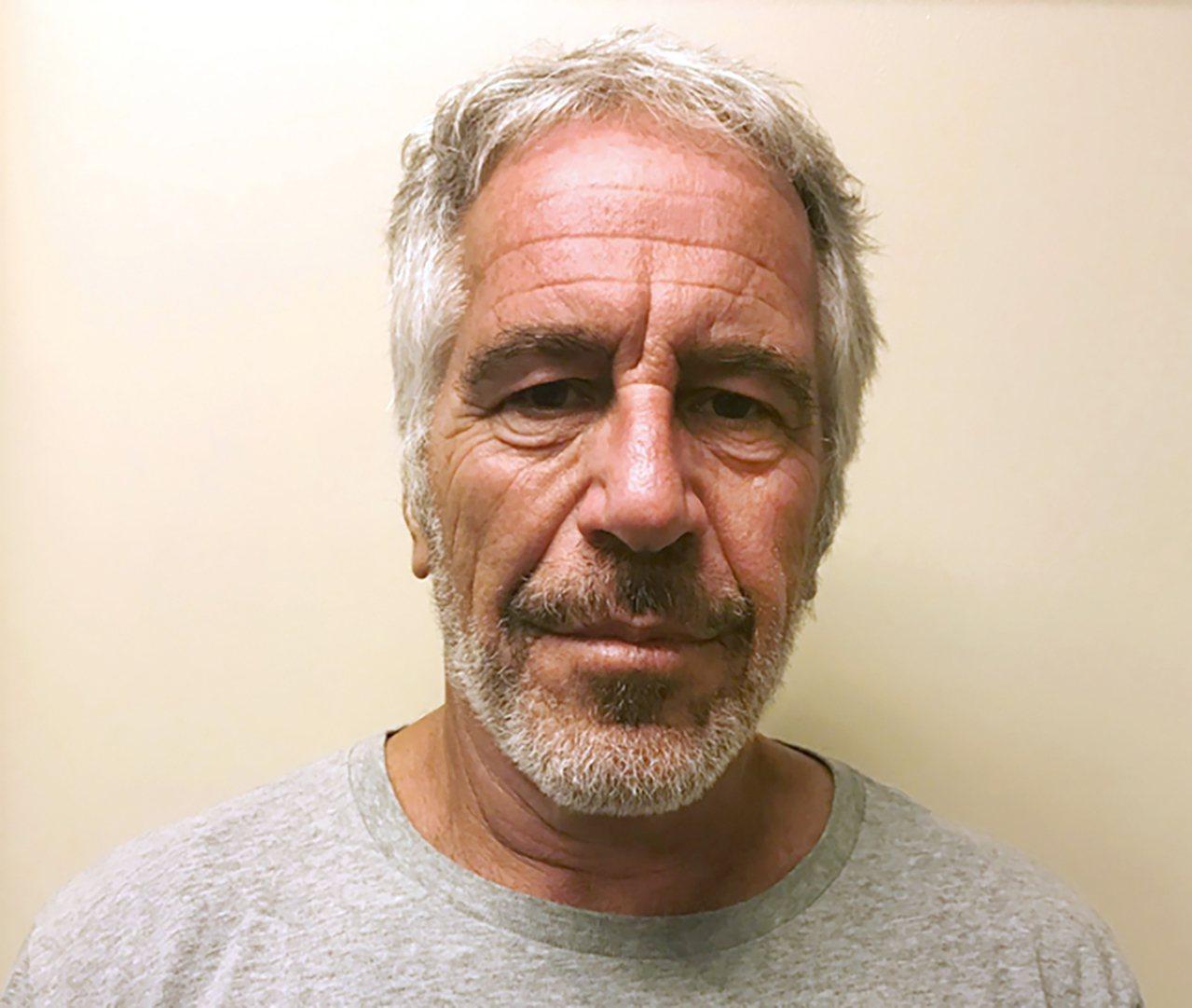 少女淫魔艾普斯坦在監牢裡自殺身亡後,紐約聯邦檢察官把焦點轉移到任何協助他或讓他得...