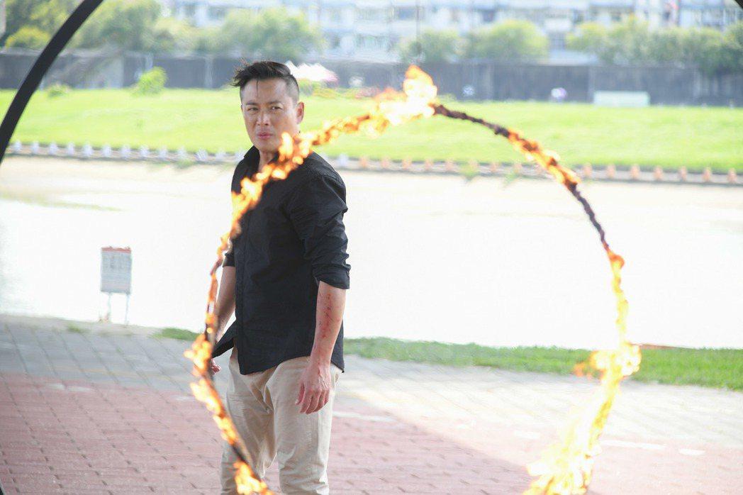 江宏恩受傷後繼續拍跳火圈戲碼    圖/三立提供