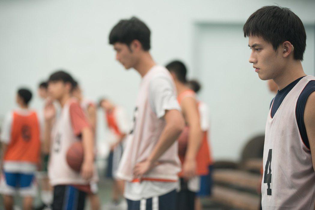 海選出來的年輕演員們更經歷長達半年的魔鬼訓練。圖/華納提供