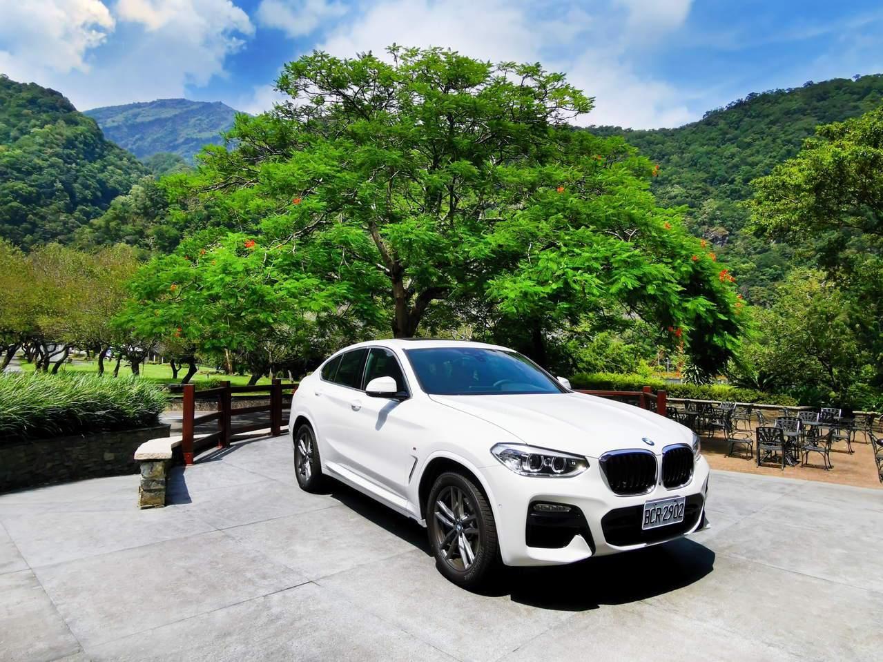 自駕體驗BMWX4,享受馳騁峽谷的快感。圖/太魯閣晶英酒店提供
