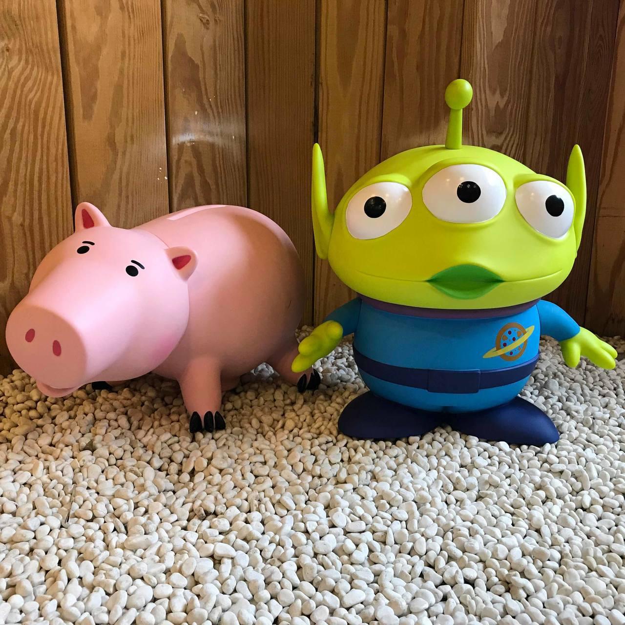 全家便利商店「玩心總動員」第二波集點活動推出超有份量的大型三眼怪、火腿豬存錢筒,...