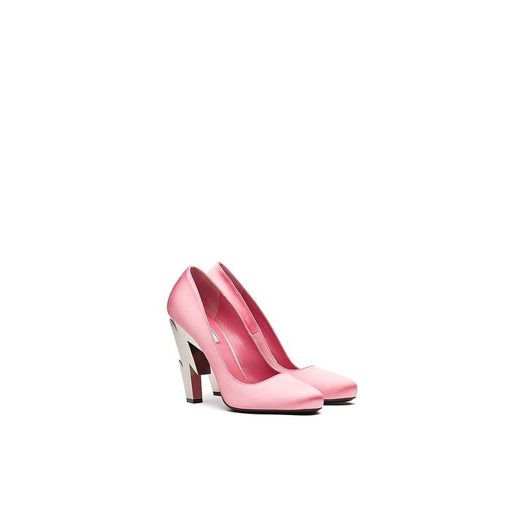 閃電造型鞋跟高跟鞋,30,500元。圖/PRADA提供