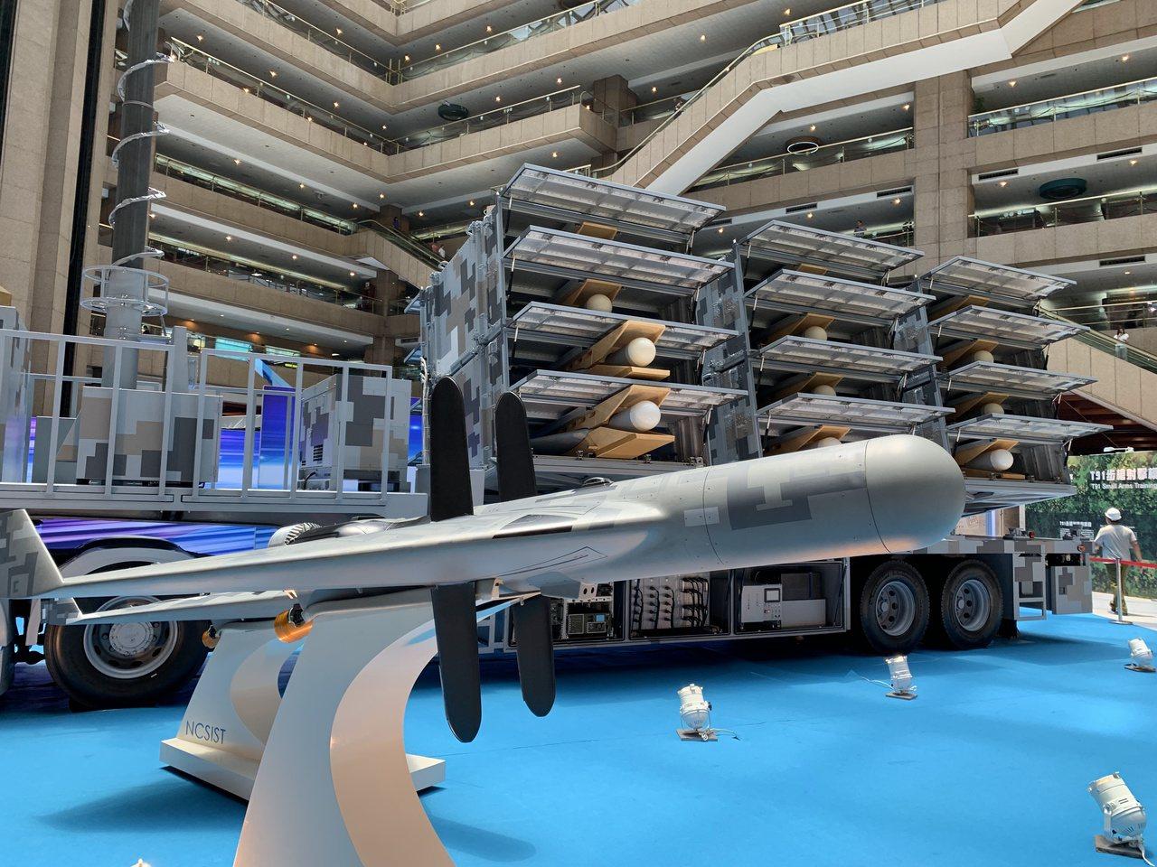 中科院航空所長齊立平今天表示,「劍翔」反輻射無人機今年起已進入量產階段,編列預算...