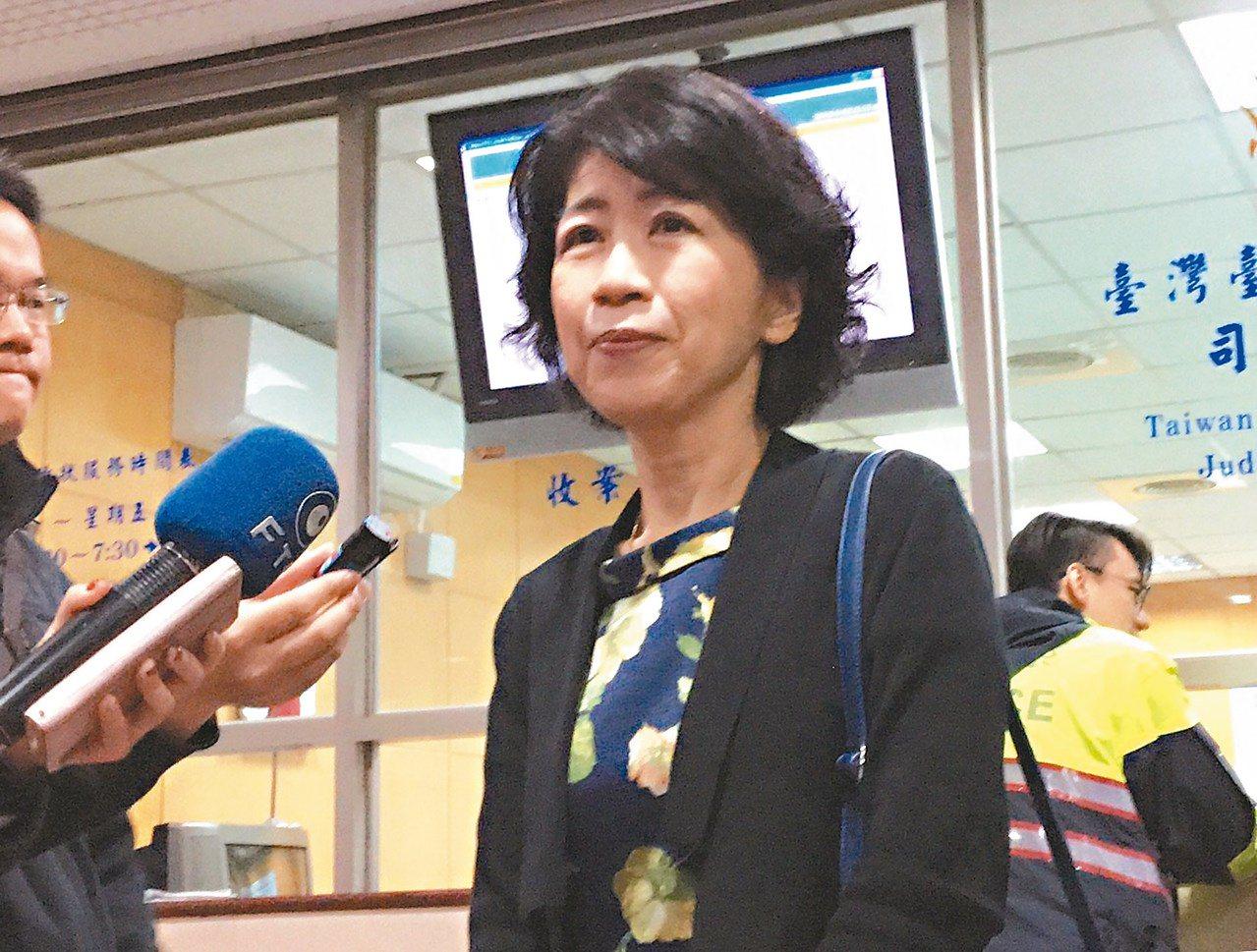 台北市長柯文哲去年太太陳佩琪把房子拿去抵押2千萬打選戰。陳佩琪今也在臉書上爆料,...
