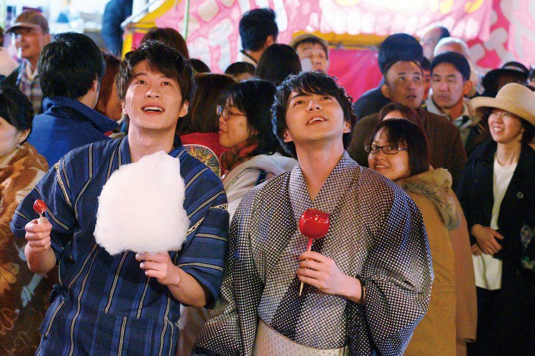 田中圭與林遣都在「大叔之愛電影版」繼續演出浪漫對手戲。圖/采昌提供