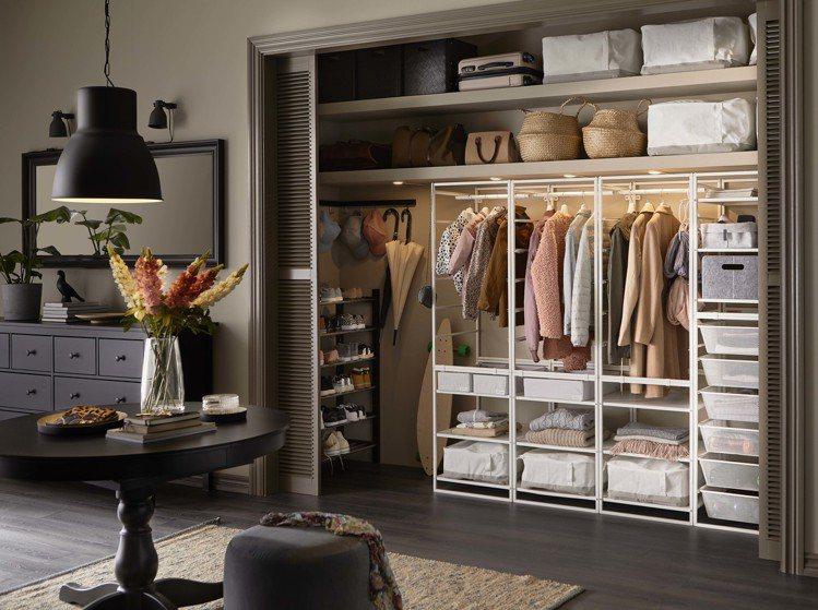 JONAXEL衣架網籃收納組合,售價4,060元。圖/IKEA提供
