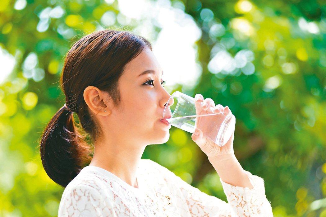 醫師呼籲,含糖飲料淺嚐即止,能不喝就不喝。 圖/123RF