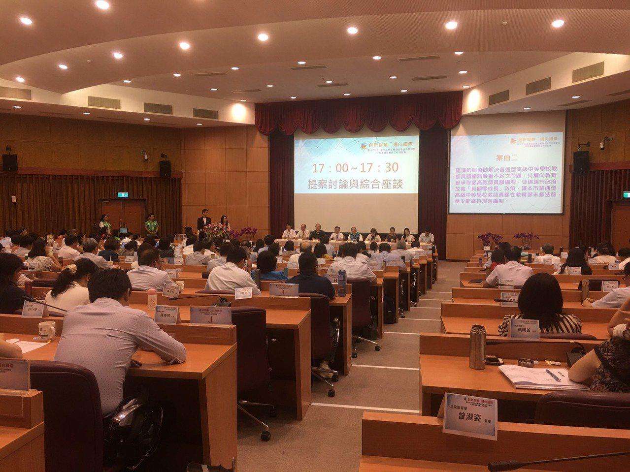 台北市中等學校校長會議昨舉行,私校反映今年免試入學招生錄取狀況悽慘無比,盼加速公...