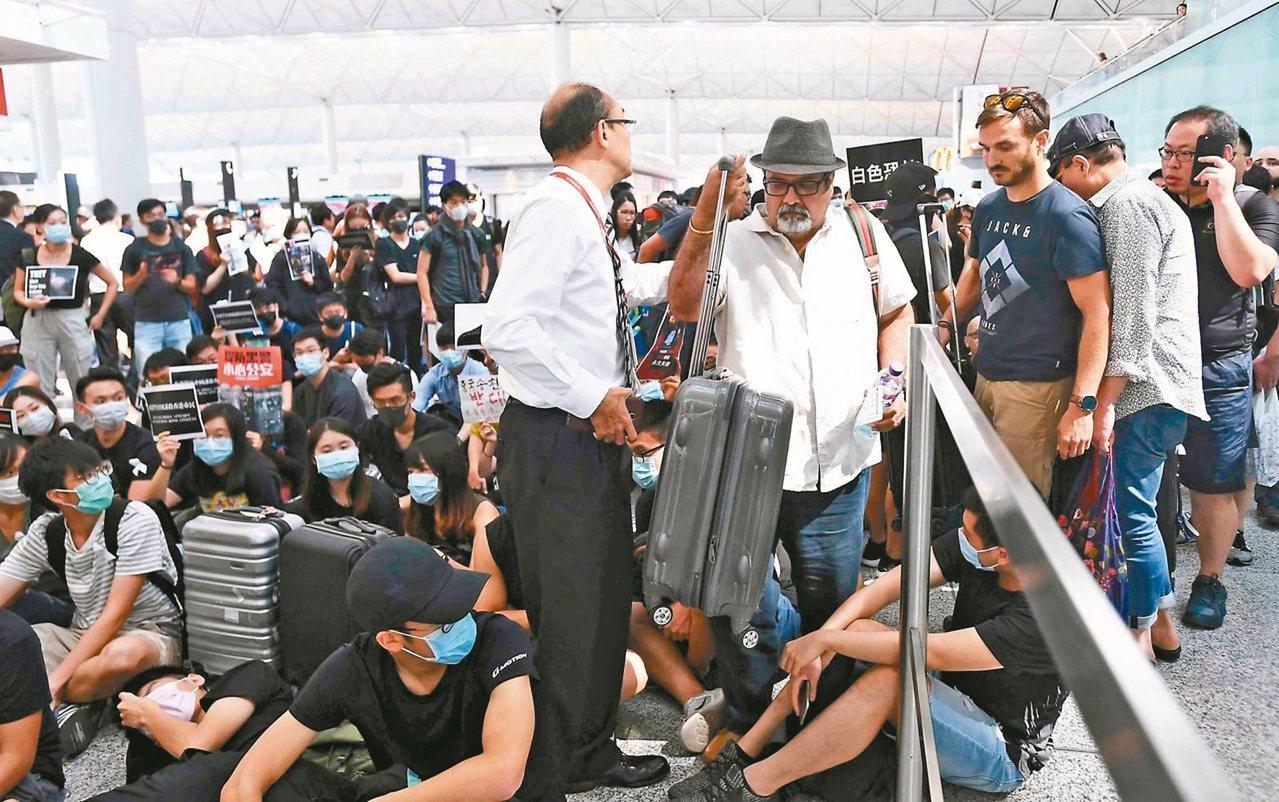 居住不正義,可能是香港反送中示威抗議爆發原因之一。8月13日下午,大批示威者以機...