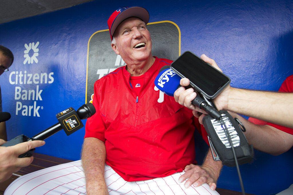 2008年世界大賽冠軍教頭曼紐以75歲高齡回歸費城人擔任打擊教練,賽前接受媒體訪...