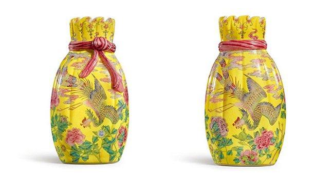 香港蘇富比秋拍領銜拍品為樂從堂的清乾隆料胎黃地畫琺瑯鳳舞牡丹包袱瓶,估價近8億元...