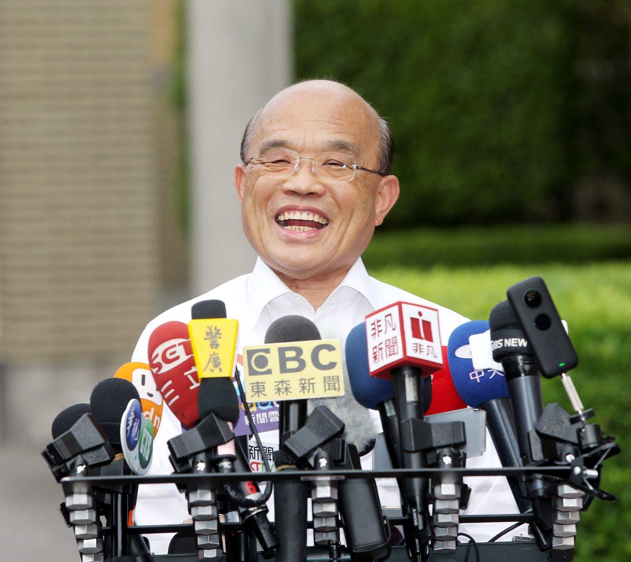 行政院長蘇貞昌昨天主持行政院中元節普渡,上香祭拜後接受媒體訪問。記者邱德祥/攝影
