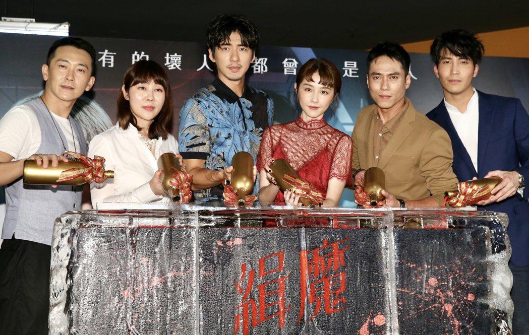 國片「緝魔」舉辦首映會,片中主要演員施名帥(左起)、監製羅佩儀、傅孟柏、邵雨薇、